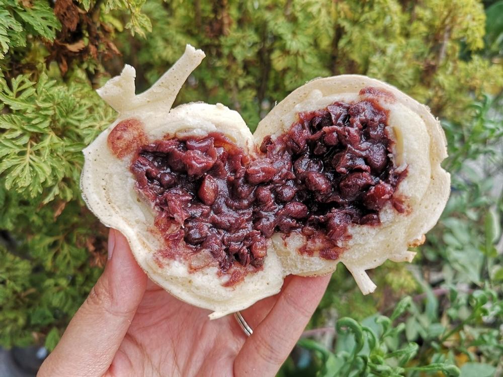 飛碟紅豆餅 │鹿港市場美食,鹿港紅豆餅,只要十元就能吃到!