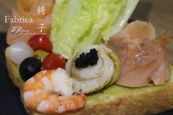 【信義安和站】Fabrica 椅子~北歐風格設計 魚子醬海鮮三明治 特色主題餐廳