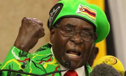 Maailman vanhin valtionpäämies Robert Gabriel Mugabe pitämässä puhetta Zimbabwen pääkaupungissa Hararessa 8. lokakuuta.
