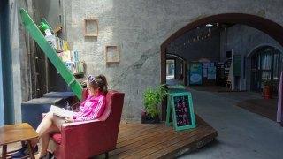 宜蘭礁溪|宜蘭行口/創創新村/舊書櫃人文咖啡館-宜蘭車站舊倉庫