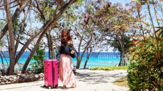 用租的最划算!限量款桃紅色 RIMOWA Salsa Deluxe (30.5吋) 機長私藏行李箱租借