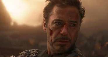 「《復仇者聯盟4》鋼鐵人最後是如何拿到的無限寶石?」這 3 秒畫面很多人都沒看懂! - 我們用電影寫日記