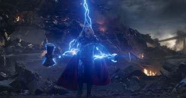 「為何索爾有新武器了,還要回到過去拿雷神之鎚?」這個舉動象徵了 2 個重要意義! - 我們用電影寫日記