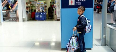 帶小人出遊|自己的行李自己推,好用的penny四輪行李包