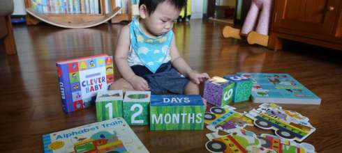 阿紅的1歲共讀書單|Puzzle and Play: Alphabet Train|隨手書及艾瑞卡爾成長積木