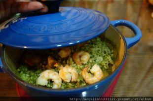 [鑄鐵鍋.食譜] 果然好夢幻的Le Creuset 16公分馬賽藍 ●青醬海鮮燉飯●