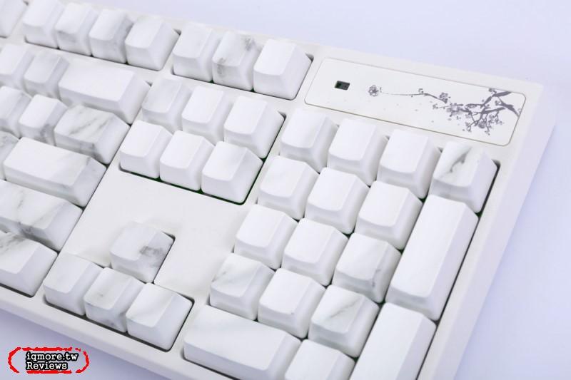 Varmilo 阿米洛「花弄影」鍵盤評測,亮燈顯字與手勢充滿詩詞意境
