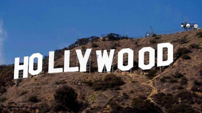 El cartel de Hollywood como nuevo a los 90 años