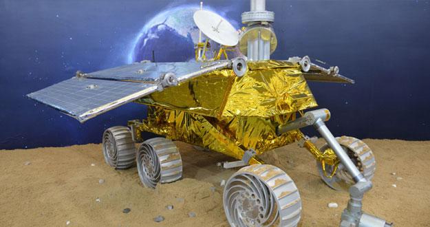 Ilustración del robot chino Yutu en la Luna.