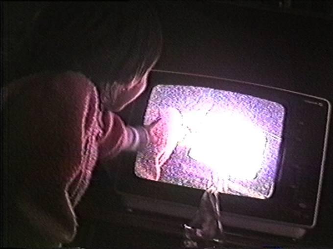 Sara en la tele [una redonda, un cuadrito] (1985), Carlos TMori.