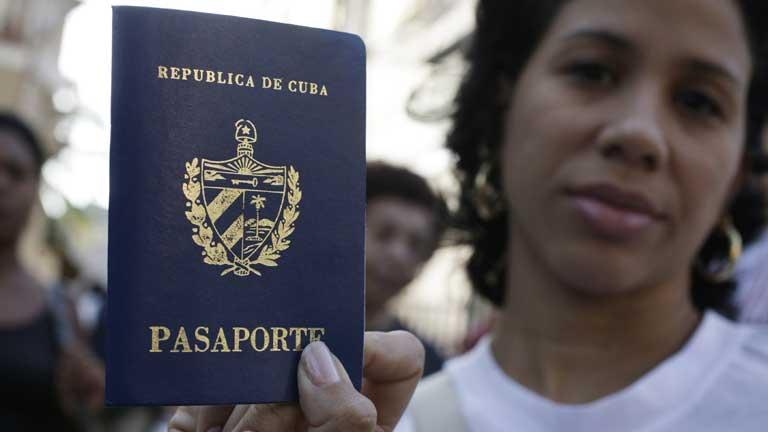 Los cubanos no necesitarán un permiso especial para salir del país