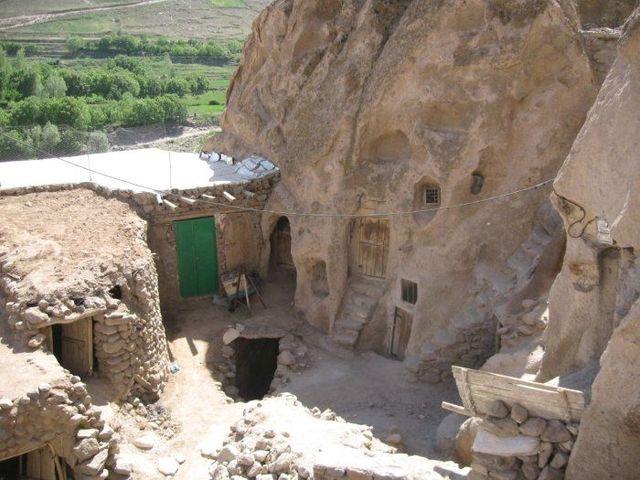 Troglodyte village in Iran (19 pics)