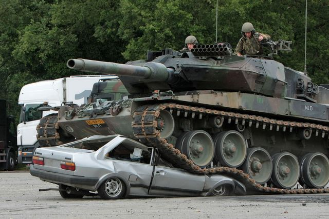Tank Against a Car (6 pics)