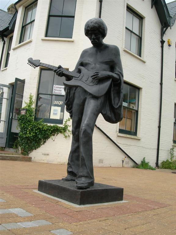 Funny Celebrity Statues 20 Pics