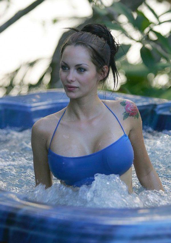 Sexy Bikini Photoshoot of Jessica Jane Clement (13 pics)