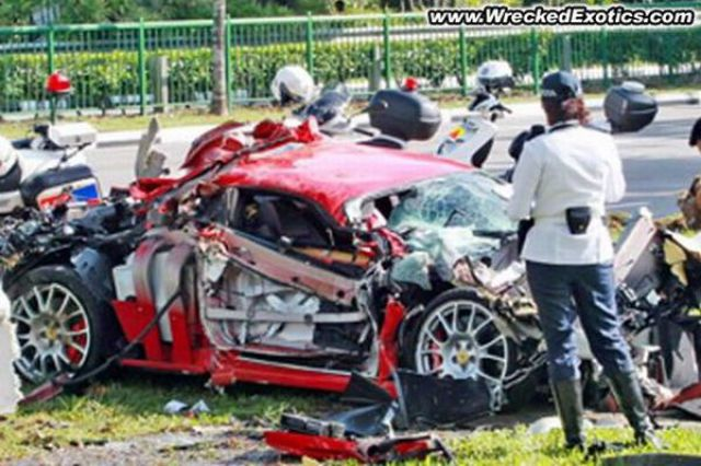 Badly Wrecked Exotic Cars (15 pics)