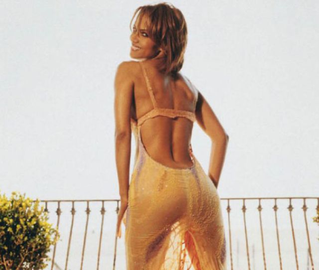 A Very Sexy Halle Berry At   Pics Izismile Com