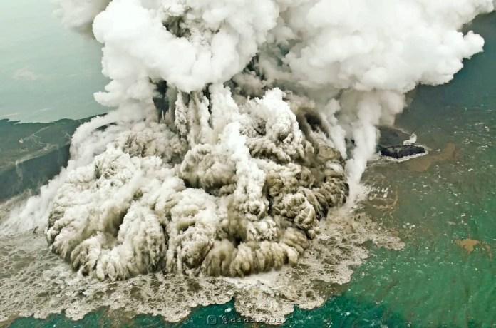 Indonesia Reroutes All Flights Around Erupting Anak Krakatau Volcano National The Jakarta Post