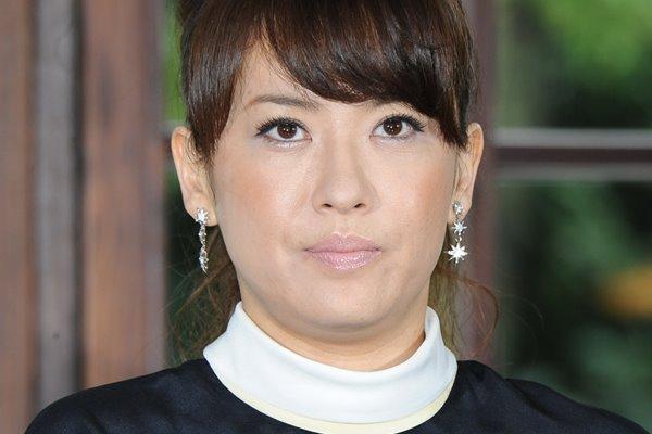 鈴木砂羽 元夫と路上で大喧嘩!離婚3年友人戻るも20分絶叫   女性自身
