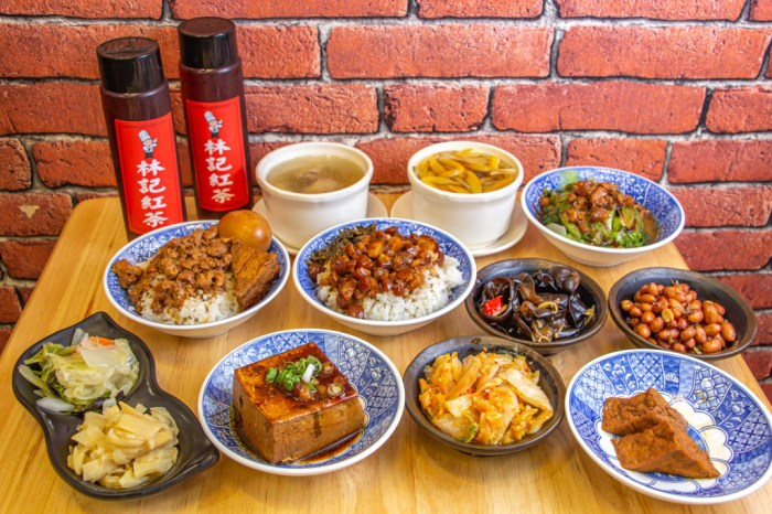 台中大里,益民路上的人氣銅板美食-林記飯館~美味雞湯只要50元。