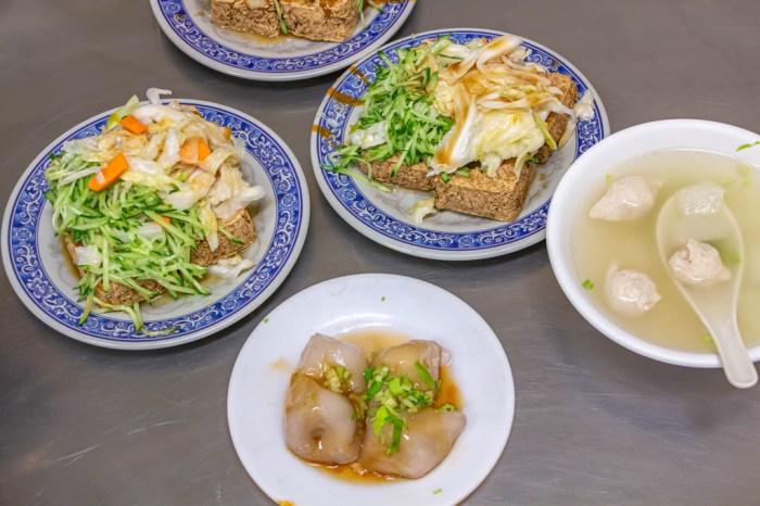 台中西區,老吳臭豆腐,隱身巷弄的40年老店,吃得到滿滿的黃瓜絲與泡菜。