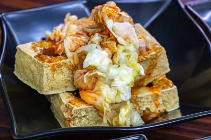 台中西屯,馫(ㄒㄧㄥ)鹽酥臭豆腐,酥香明顯。