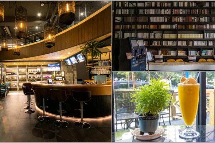 台中烏日,彩色曼陀羅咖啡,店內氣氛佳,還有美拍巨大書架。