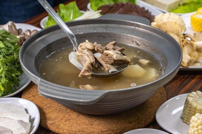 台中大里,玉潔清燉羊肉爐,湯頭醇香有鮮,菜色還有獨特白靈菇。