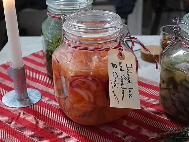 Inlagd lax med forellrom och chili | Recept från Köket.se