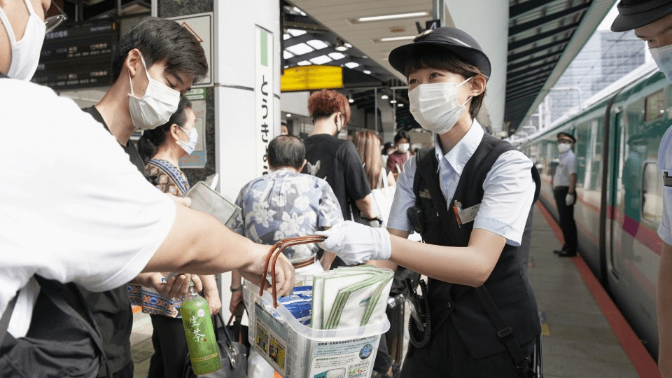 Japan's summer vacation begins quietly in the urge to avoid travel