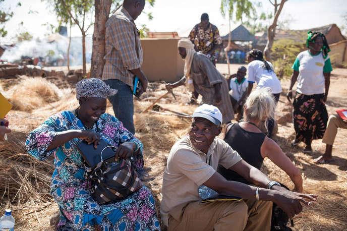 Rassemblement d'acteurs de l'agroécologie à la ferme de Betta au Burkina Faso, en présence de Pierre Rabhi.
