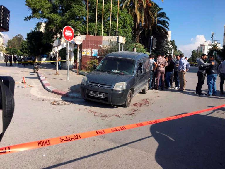 Près du Parlement de Tunis, sur les lieux de l'attaque.