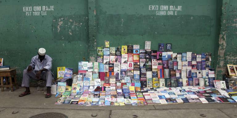 """Résultat de recherche d'images pour """"ventes de livres dans la rue en afrique"""""""