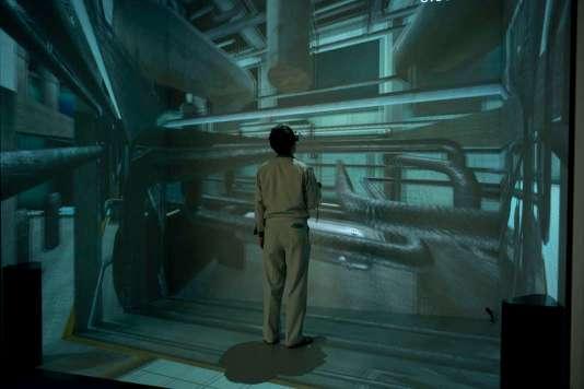 A quelques kilomètres de la centrale, dans un gigantesque hangar, l'Agence japonaise de l'énergie atomique a reconstitué les réacteurs en3D pour entraîner les techniciens au démantèlement.