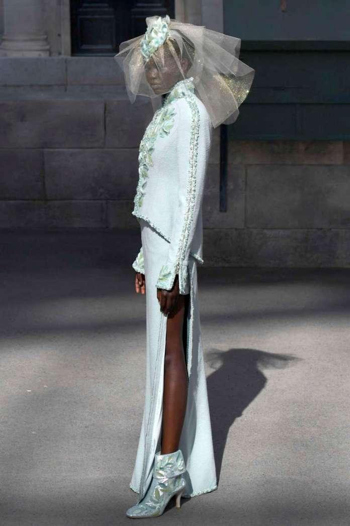 La Soudano-Australienne Adut Akech en mariée du défilé haute couture automne-hiver 2018-2019 de Chanel, àParis, le 3juillet2018.