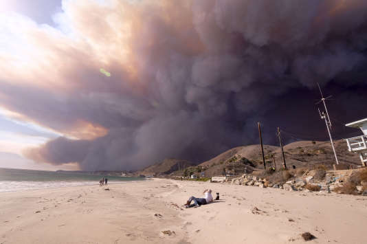 The fire is spreading at a very high speed and is now threatening Malibu, California, on November 9th.