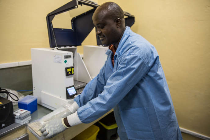 An extractor responsible for recovering the genetic material of HIV to perform a viral load measurement at ANSS headquarters in Bujumbura, Burundi, on November 6, 2018.