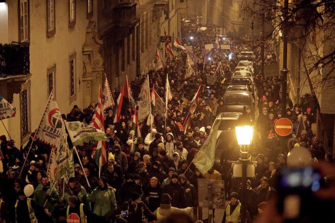 Die Ungarn demonstrieren am Freitag, 21. Dezember, in Budapest gegen die Reform des Arbeitsrechts der Regierung Orban.