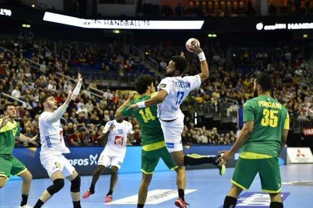 L'équipe de France, ici Timothey N'Guessan au tir, a peiné à se défaire de rugueux Brésiliens.