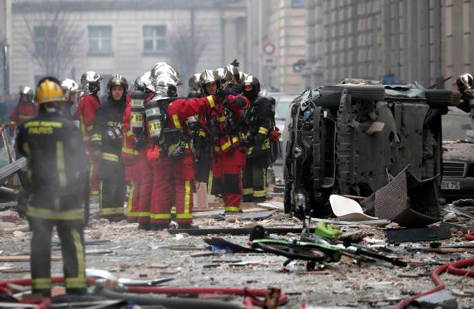 Sur les lieux de l'explosion, rue de Trévise à Paris, samedi 12 janvier.
