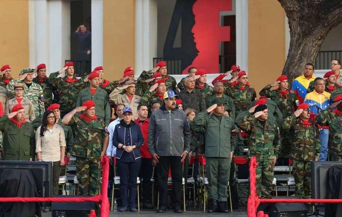Leprésident NicolasMaduro et leministre de la défenseVladimir Padrino, lors d'un défilé militaire àCaracas, le 4 février.