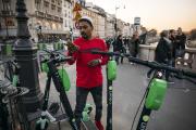 Yacine est « juicer», ou chargeur de trottinettes électriques à Paris.