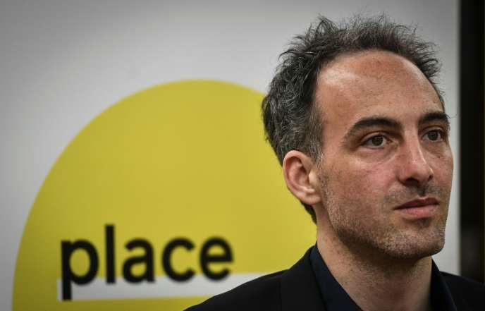 Raphaël Glucksmann annonce sa candidature pour les élections européennes, vendredi 15 mars.