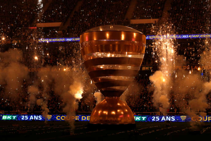 "The pump ""sound and light"" of the painful opening ceremony of the final, against a backdrop of eurodance, is not an illusion: the Coupe de Ligue is only very late, less and less, and only the fans of the finalists."