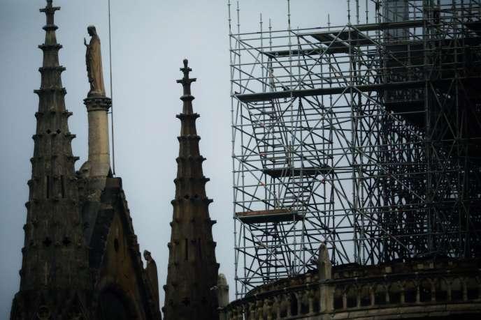 Notre-Dame de Paris mardi 16 avril au matin, au lendemain de l'incendie.