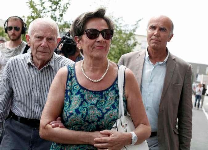 Viviane et Pierre Lambert, parents de Vincent Lambert, arrivent à l'hôpital Sébastopol, à Reims, dans l'est de la France, le 23 juillet 2015.