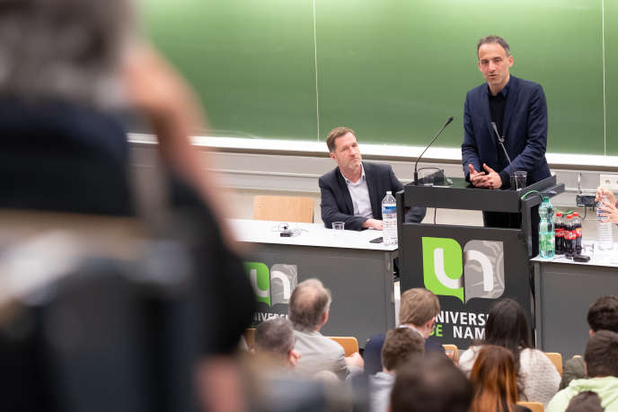 Paul Magnette (à gauche) et Raphael Glucksmann, respectivement en tête des listes du parti socialiste belge et du parti socialiste français aux élections européennes du 26 mai.