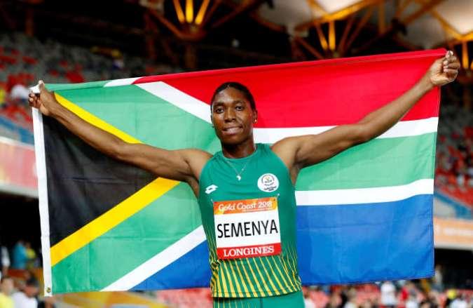 La Sud-Africaine Caster Semenya refuse le règlement de la Fédération internationale d'athlétisme, qui oblige les athlètes hyperandrogynes à faire diminuer leur taux de testostérone.