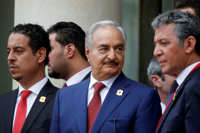 Khalifa Haftar, in the center, in Paris on May 29, 2018.