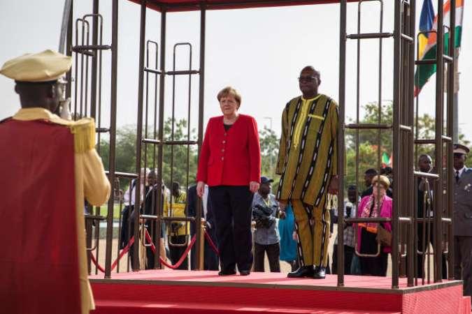 La chancelière allemande, Angela Merkel, et le président burkinabé, Roch Marc Christian Kaboré, à Ouagadougou, le 1ermai 2019.